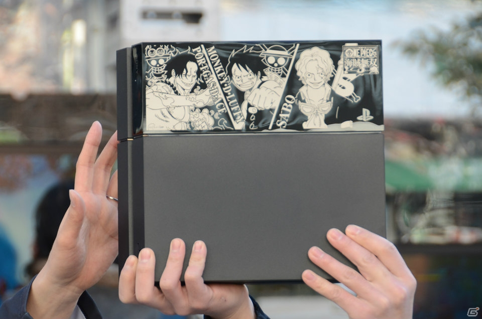 Custom One Piece PlayStation 4 Features Ace, Luffy and Sabo haruhichan.com One Piece Playstation 4 console