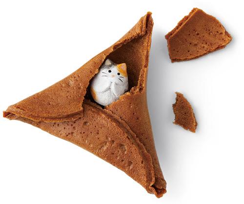 Japan Serves up Feline Fortune Cookies for Cat Lovers Everywhere 4