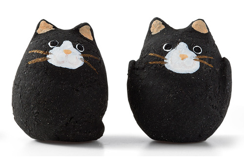 Japan Serves up Feline Fortune Cookies for Cat Lovers Everywhere 9