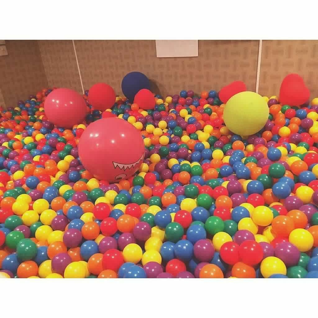 japanese-bar-has-ball-pit
