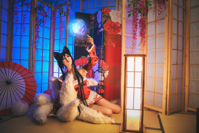 League of Legends You Can'T Dodge This Charming Cosplay of Ahri 0003
