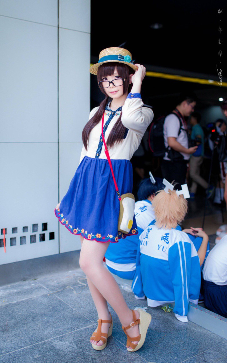 Male Teacher in China Cosplays as Female Characters and His Student Finds Out 16