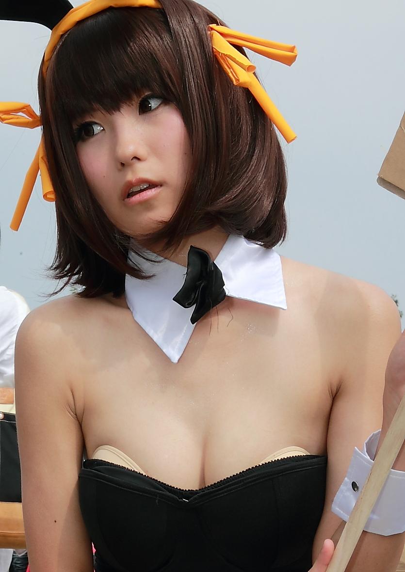 Nagisa Nagi Bunny Girl Cosplay Steals the Spotlight at Comiket 88 16