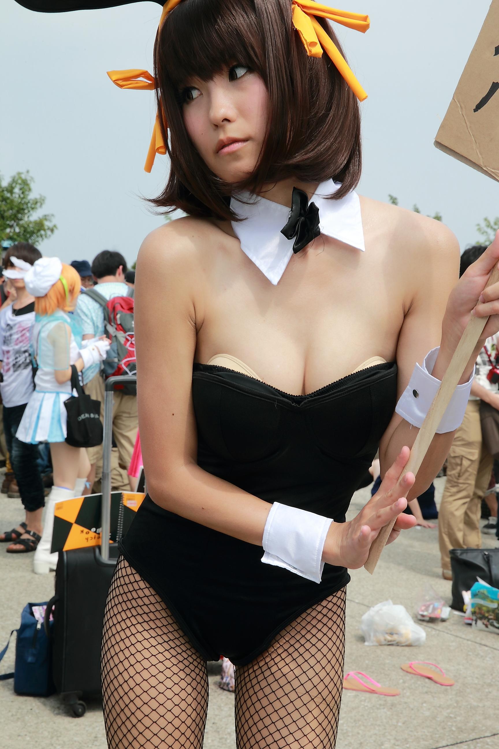 Nagisa Nagi Bunny Girl Cosplay Steals the Spotlight at Comiket 88 17