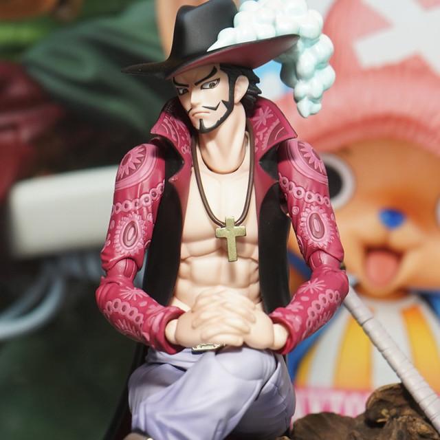 One Piece Action Figure Dracule Mihawk 3
