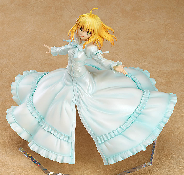 Saber Frolics around in a Beautiful White Dress haruhichan.com Fate Stay Night Saber Figure 2