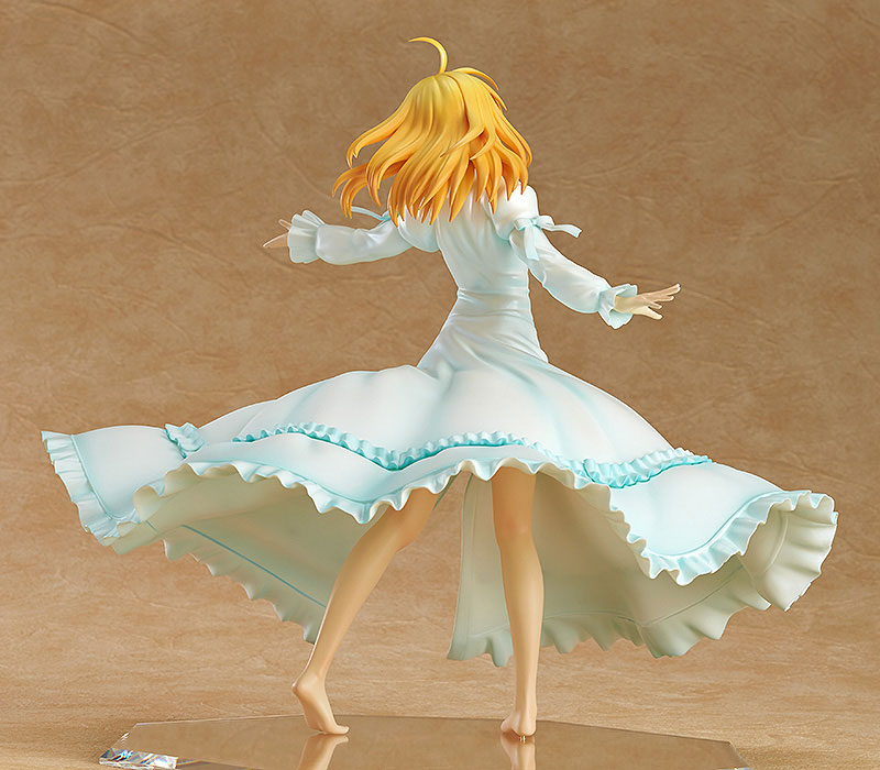 Saber Frolics around in a Beautiful White Dress haruhichan.com Fate Stay Night Saber Figure 4