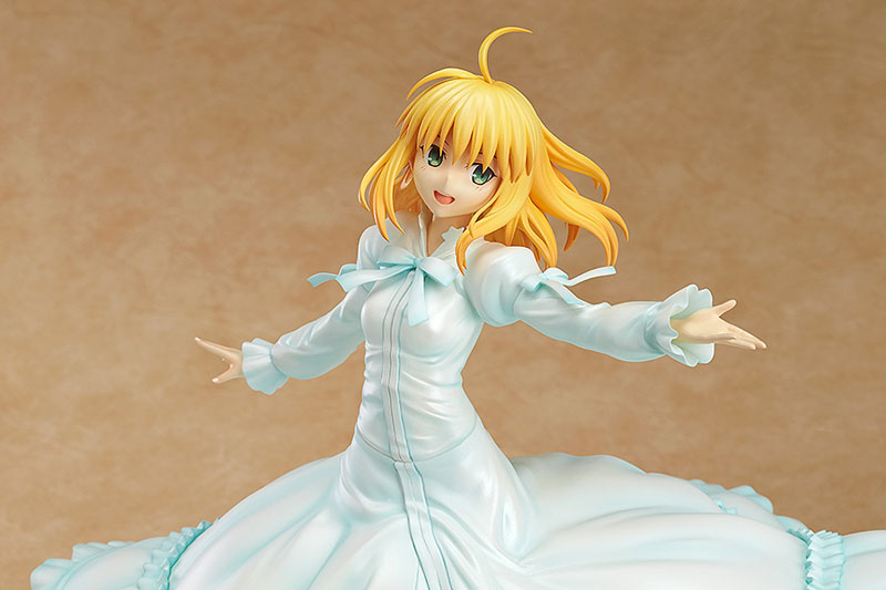 Saber Frolics around in a Beautiful White Dress haruhichan.com Fate Stay Night Saber Figure 6