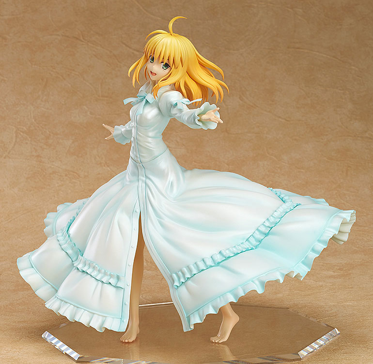Saber Frolics around in a Beautiful White Dress haruhichan.com Fate Stay Night Saber Figure