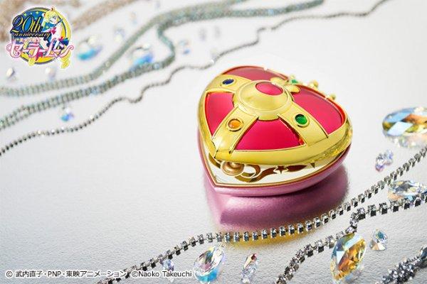 Sailor Moon Heart Compact Proplica 2