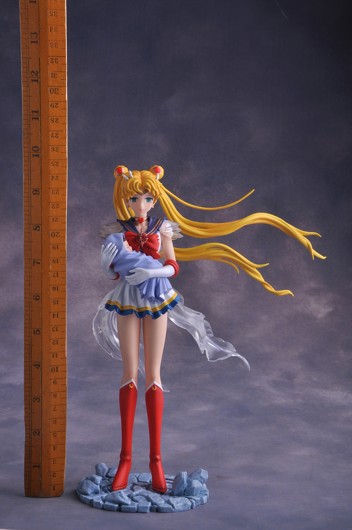 Sailor Moon with Baby Hotaru pre-painted figure 05