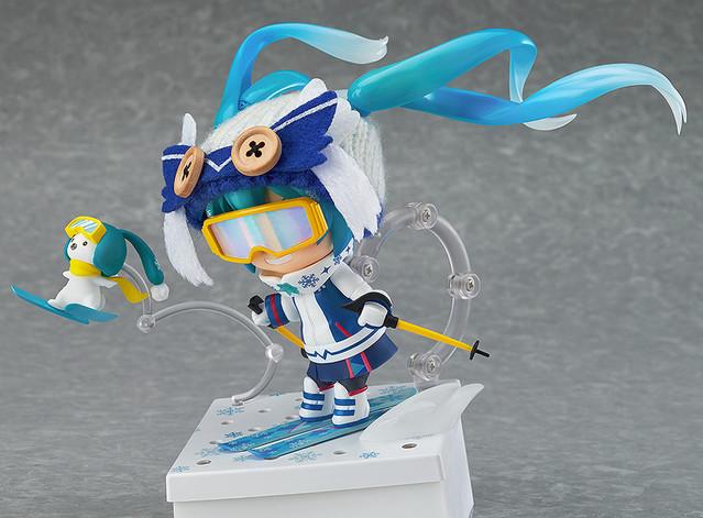 Snow Miku Figure 11