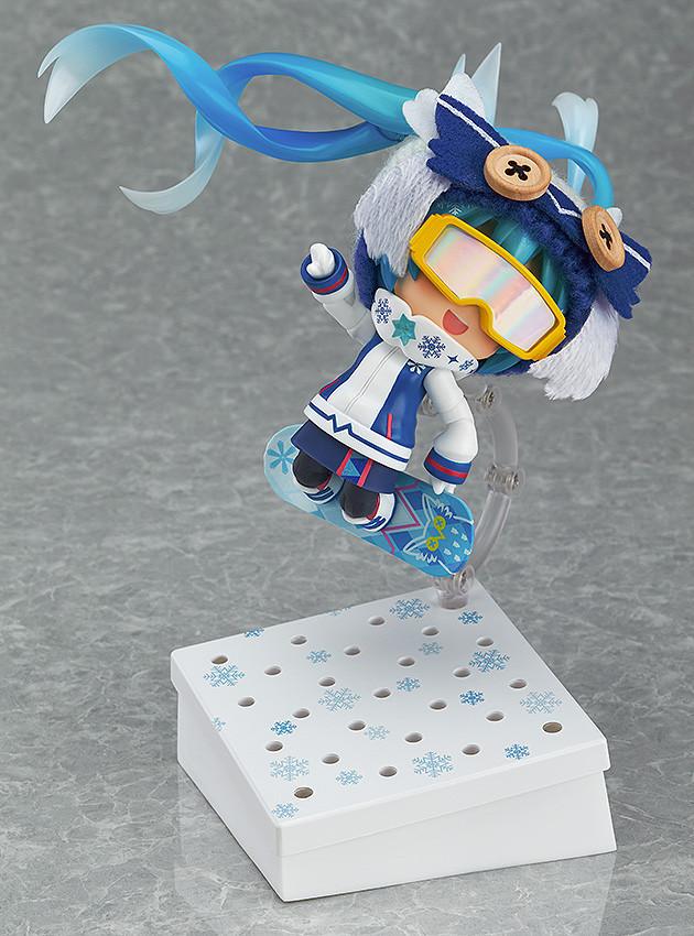 Snow Miku Figure 12