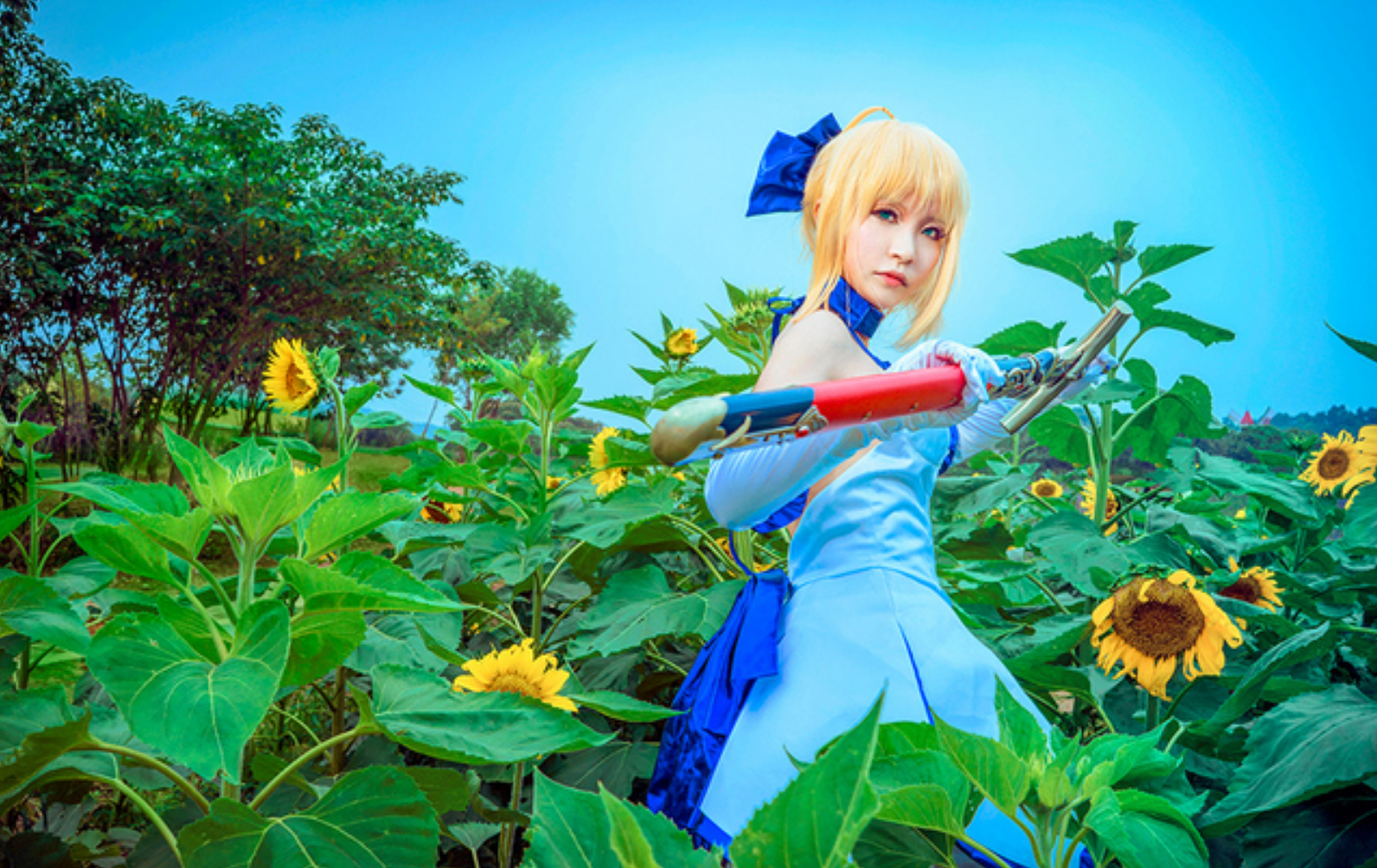 This Saber Lily Cosplayer Will Capture Your Heart in 10th Anniversery Type-Moon Photoset 5