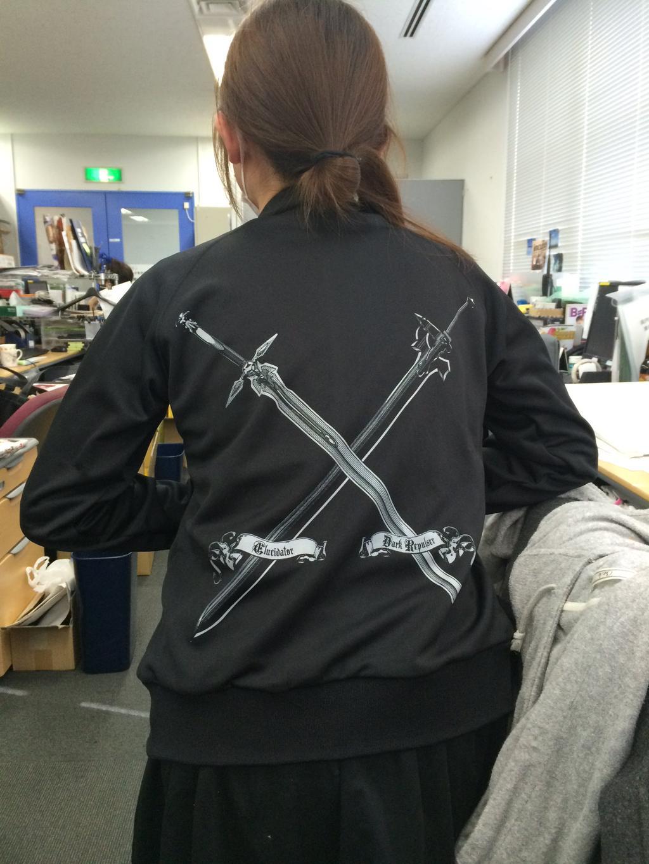 You-Can-Now-Smell-like-Your-Favorite-Sword-Art-Online-Characters-haruhichan.com-sword-art-online-kirito-black-swordsman-sweater